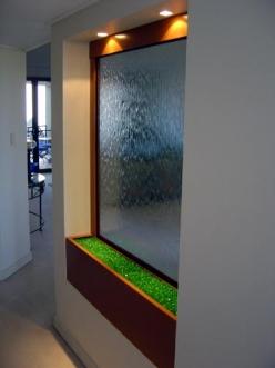 آب نمای شیشه ای داخل سالن